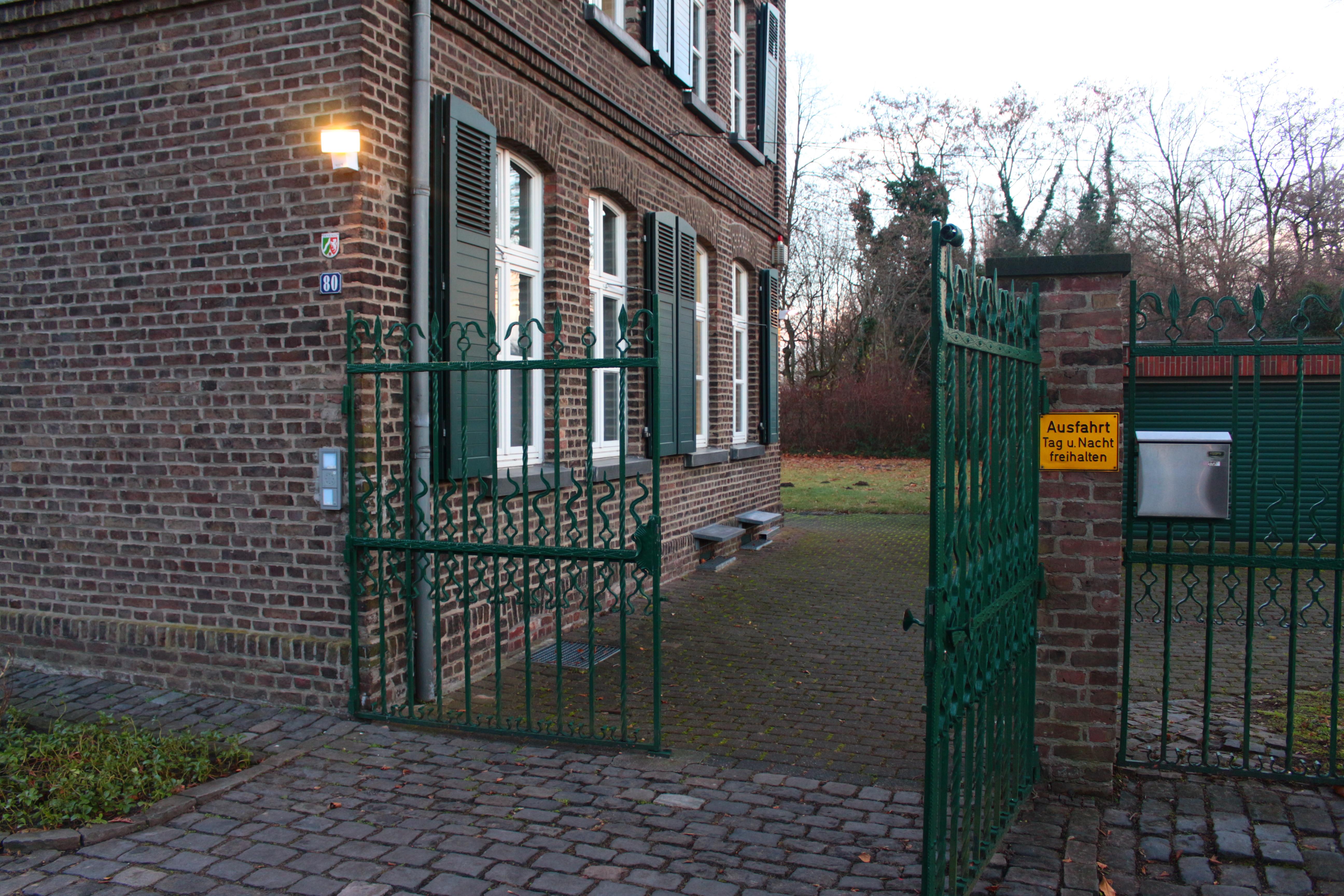 Tor zum RESPONSE Büro Gebäude